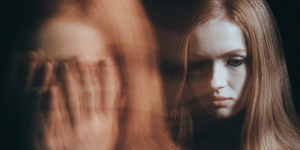 Según el manual de diagnóstico de trastornos mentales (DSM-IV) Una fobia es un temor persistente e irracional que se debe a la presencia de un objeto o situación específica que limita el accionar de una persona llegando a limitar la relación de la misma con su entorno y sus seres queridos