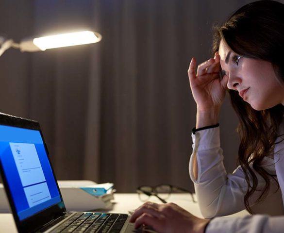 La ansiedad laboral puede tener múltiples causas, la incertidumbre que genera un contrato temporal, la inconformidad con el nivel salarial, la falta de motivación, son sólo algunos factores que estresan a los trabajadores.